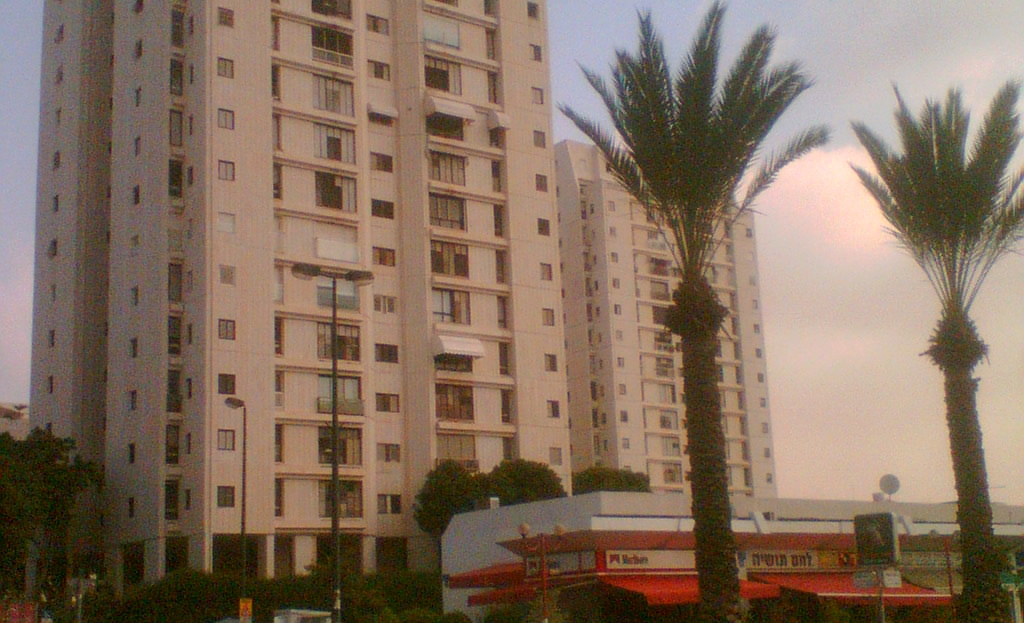 Residential_buildings_in_Ramat_Aviv_Gimel